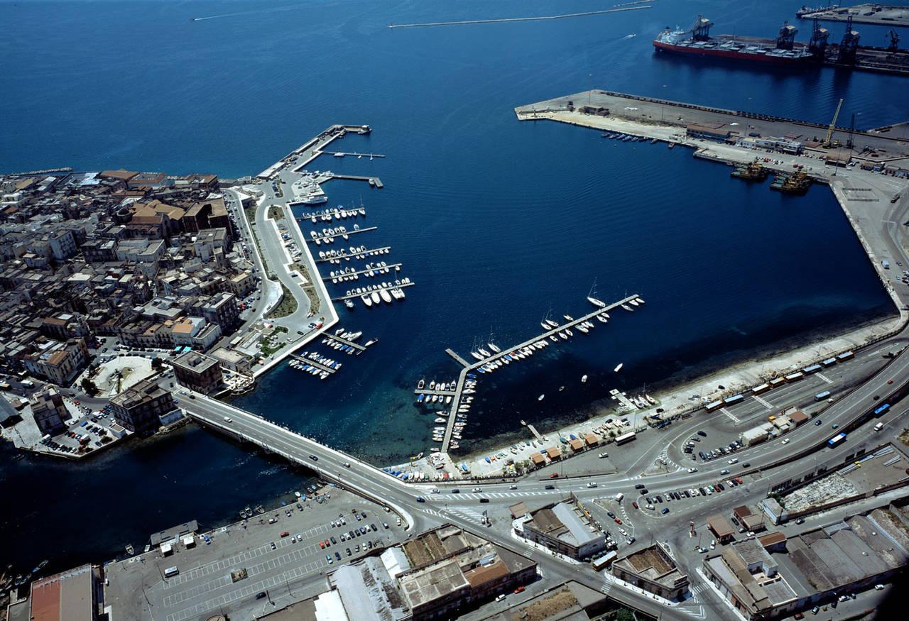Disinteresse Usa e indecisione UE spianano la strada alla Cina, che ora vuole i porti del Mediterraneo