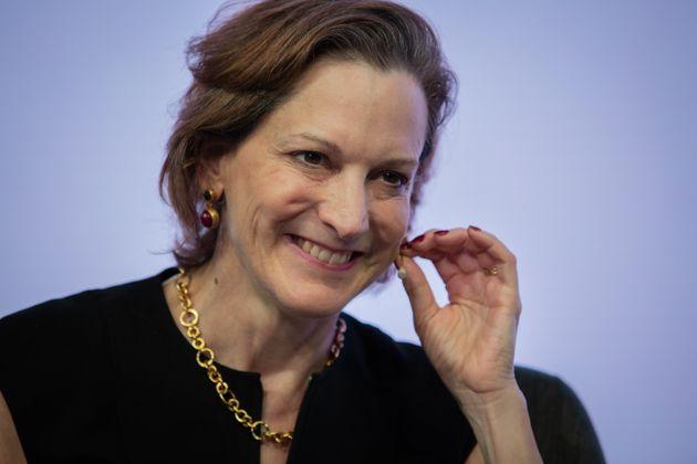 """""""Senza una destra liberale muore la democrazia"""". L'intervista dell'Huffington Post ad Anne Applebaum, giornalista e saggista statunitense naturalizzata polacca, già premio Pulitzer per""""Gulag"""" e in questi giorni in libreria con""""Il […]"""